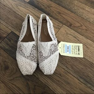 NEW-TOMS Lace Flats